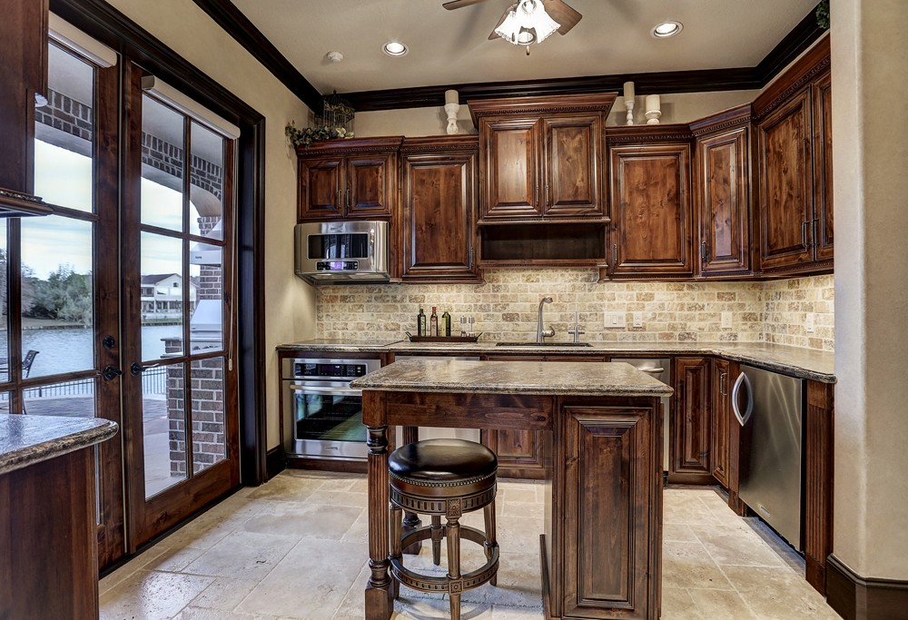 7 paradise point sugar land luxury waterfront home for Carriage house kitchen cabinets